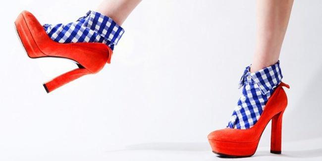 unik-kaos-kaki-berkerah-kini-sedang-populer-di-jepang-lho