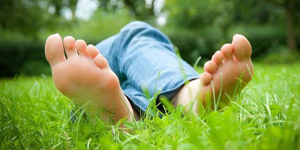 Mengatasi Bau Kaki - Kaos kaki bau - penyebab bau kaki
